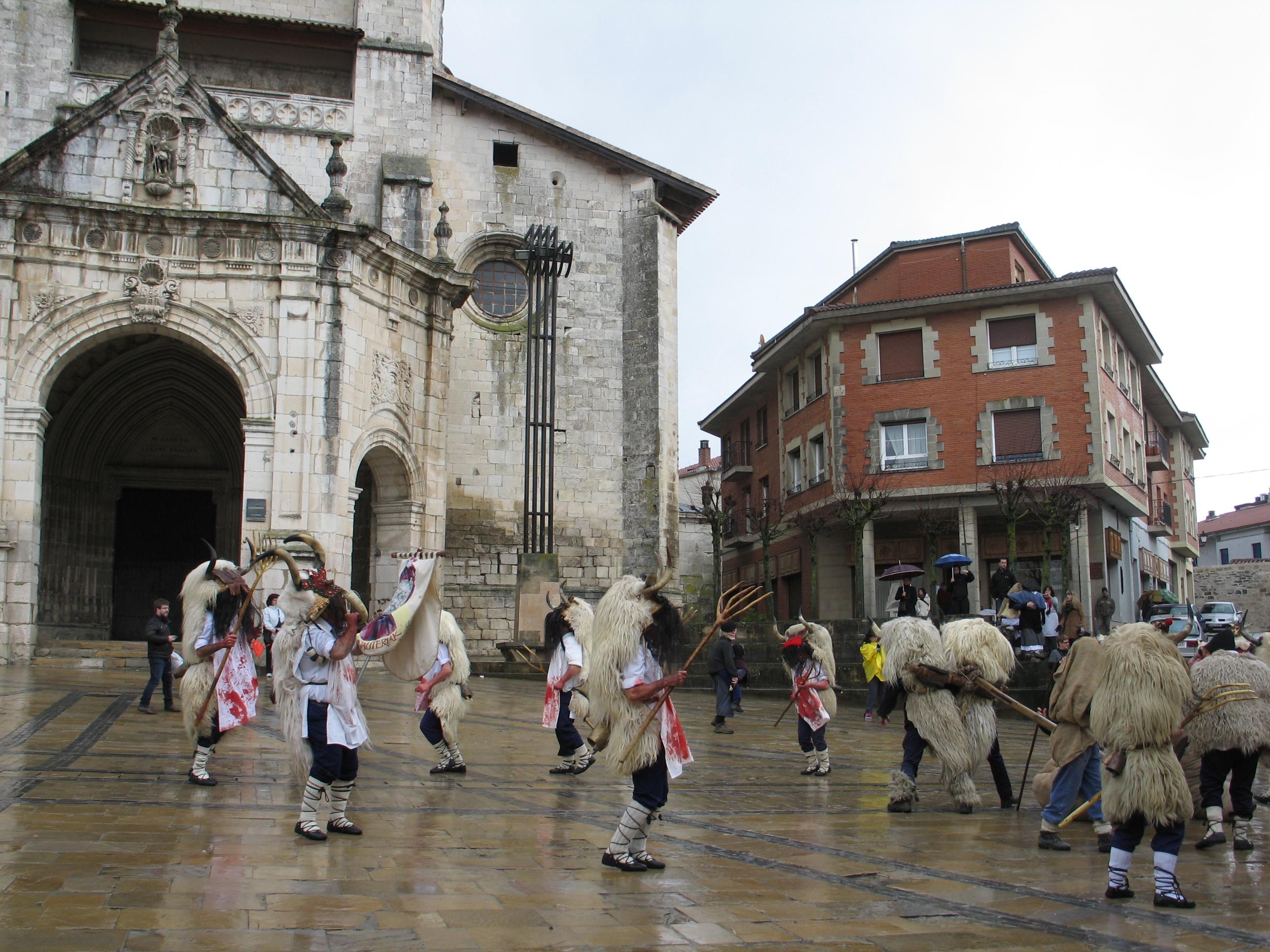 4. Agurain. Inauteriak. Altsasuko Momorrotxoen dantza San Juan plazan